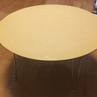 折り畳み テーブルの画像