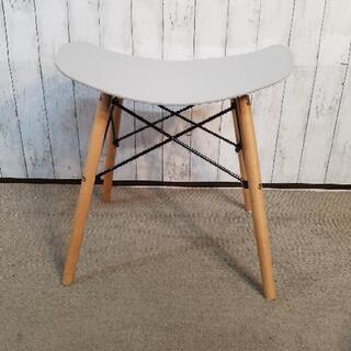 スツール 脚木製 座面硬化プラスチック