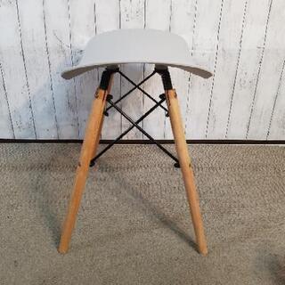 スツール 脚木製 座面硬化プラスチック - 家具