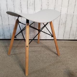 スツール 脚木製 座面硬化プラスチック − 京都府