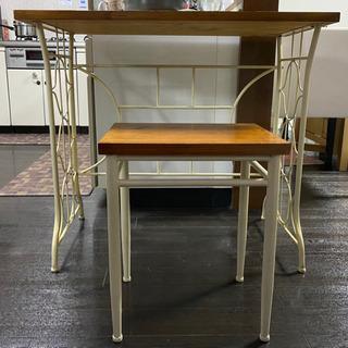アンティーク調のテーブルと椅子のセット - 堺市