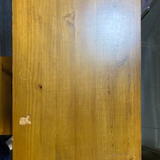 アンティーク調のテーブルと椅子のセット − 大阪府