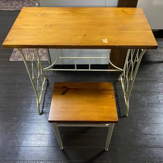 アンティーク調のテーブルと椅子のセット - 家具