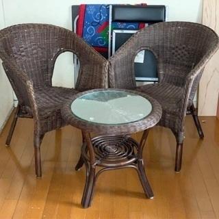 ニトリ ラタン製小型イス二脚&テーブル