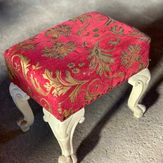 アンティーク風椅子です‼️鏡台の椅子くらいのサイズ感です‼️