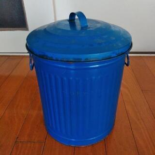 レトロなブリキ缶の画像