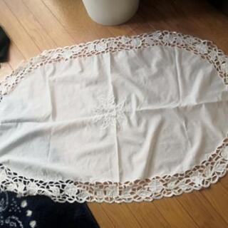 素敵な刺繍テーブルクロス