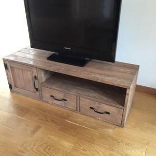カジュアルなテレビボード