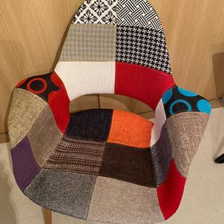 イームズリプロダクトの椅子の画像