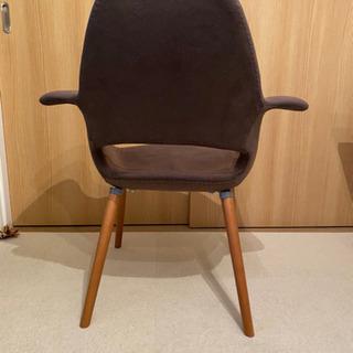 イームズリプロダクトの椅子 − 福岡県