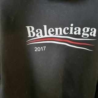 バレンシアガパーカー