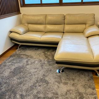 ツートンカラーのソファーです。