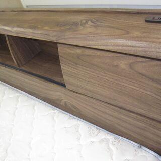 R222 宮付ワイドダブルベッド、引出し・コンセント付 美品 幅150cm - 家具