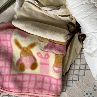 さまざまな毛布とカバー