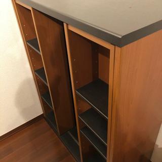 茶色い本棚