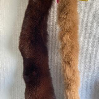 ミンク襟巻き(写真、左)