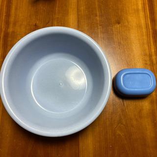 【お風呂セット♨️】水色の洗面器と青色の石鹸入れ