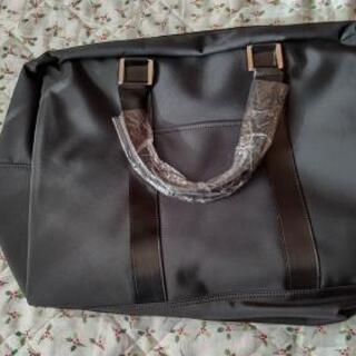 黒いボストンバッグ