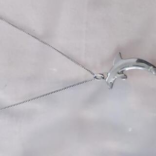イルカのネックレス