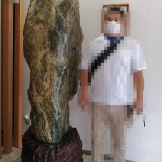 翡翠の原石 高さ2.2m,重量約2トン
