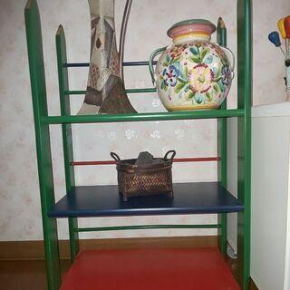 子供部屋にどうですか?可愛い色鉛筆風の棚