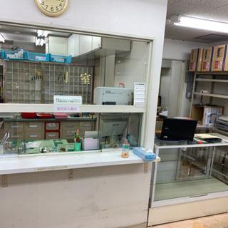 調剤薬局の什器備品の引き取り