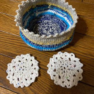 手編みの小物入れとコースター2個