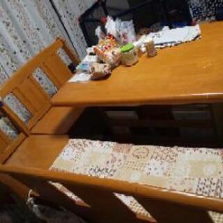 高級感のあるダイニングテーブルセット