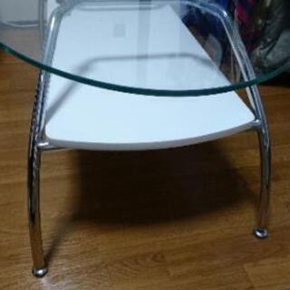 【ネット決済・配送可】少しおしゃれなガラステーブル