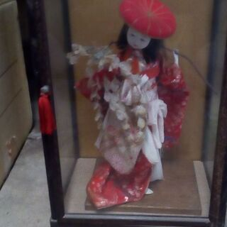 和風 舞を舞う少女の日本人形