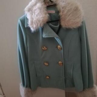 くすみグリーンコート