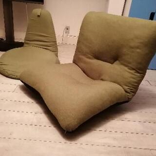 緑色の座椅子2つ