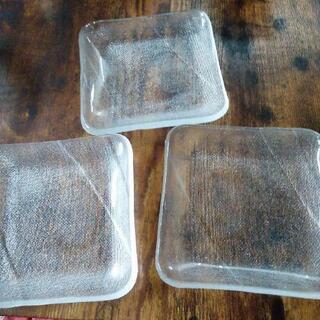 ガラス皿3枚で。