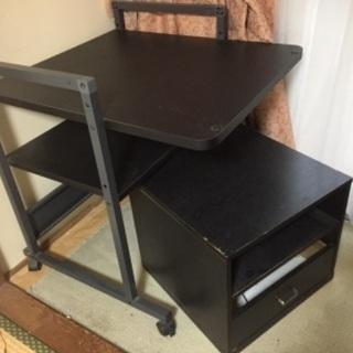 デスクトップパソコンのテーブルと収納箱