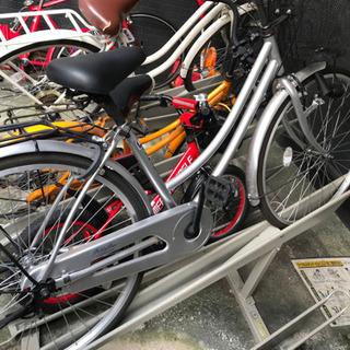 シルバーの自転車ですの画像