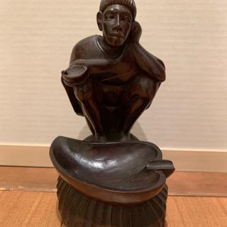 木彫りの置物差し上げます。男性像