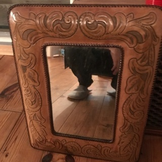 本革フレームのヴィンテージ鏡