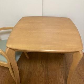 ダイニングテーブルと椅子1脚のセット