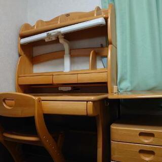 学習机と椅子 きれいに除菌もしました。引き取りに来て頂ける!お願...