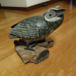 フクロウの置物 手彫り