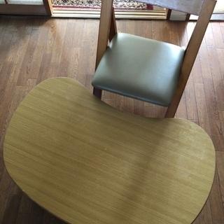 テーブルと椅子にセットです。