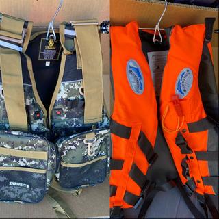 美品フィッシングベスト&ライフベスト2個セット釣りボート船災害防災用品