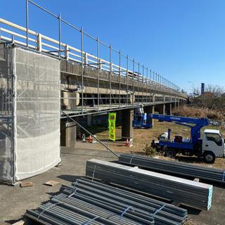 建設現場の足場の組立作業スタッフ