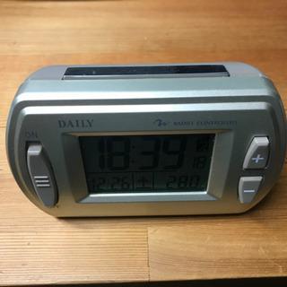 手頃で使いやすい、DAILY電波時計売ります(単三アルカリ乾電池...