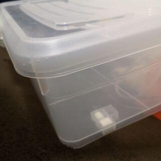 ベッド下などの収納ケース、プラスチック