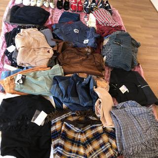 新品タグ付きレディースお洋服、靴、バッグ大量‼︎