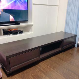 焦げ茶色のテレビボード