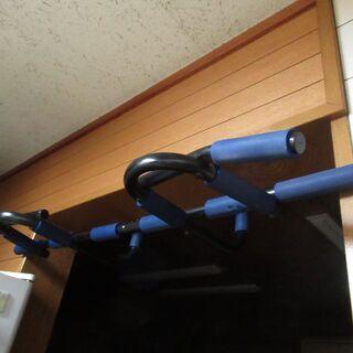 ドア用垂直バー 多機能プルアップバーチンアップ壁掛けトレー…