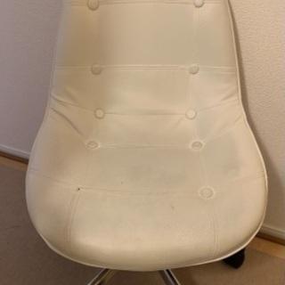 【お譲りします】ニトリ 白オワン型回転椅子