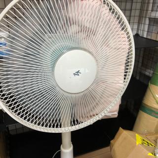 扇風機1000円風力と高さ調整可、タイマー付き